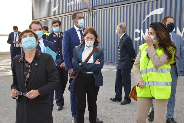 Christine Cabau Woehrel, ancienne directrice du GPMM désormais responsable des terminaux portuaires chez CMA CGM, fait découvrir Mourepiane à la ministre Annick Girardin. ©NBC