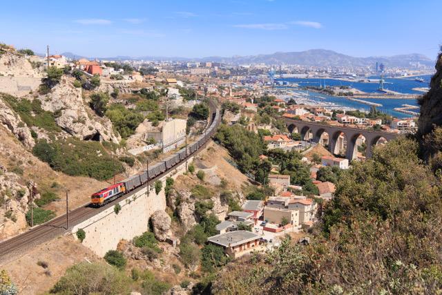 RT13 transporte les ordures ménagères entre Marseille et Fos pour le compte de la Métropole Aix-Marseille Provence. ©RDT13
