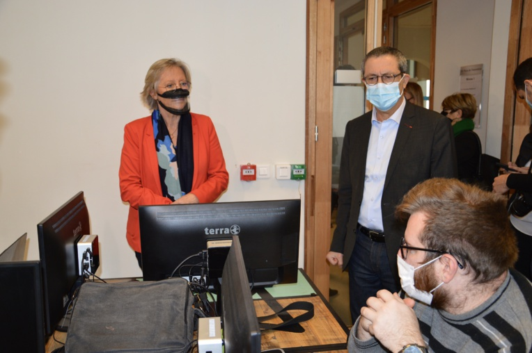 Sophie Cluzel en compagnie des étudiants de Webforce3 et d'Alain Assouline son président. ©NBC