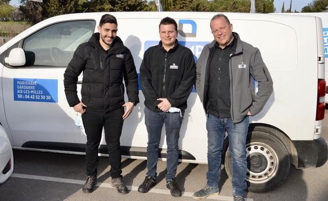 Stéphane Soto, à droite, président d'Olympic Location aux côtés de deux de ses collaborateurs à l'agence de Marignane. ©N.B.C