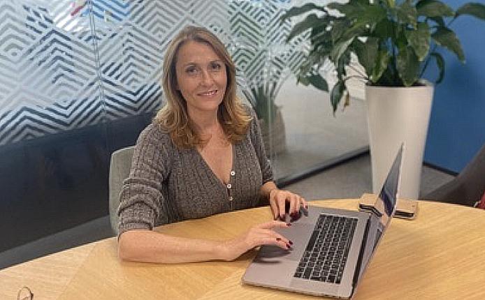 Catherine Vales développe une offre de formation à destination des élus ainsi qu'une plate-forme permettant la mise en oeuvre de la démocratie participative