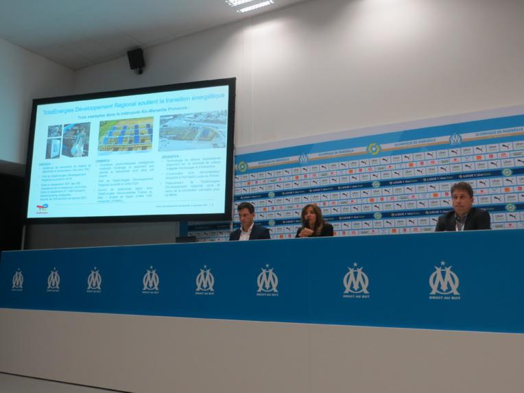 Laurent Groleau et Philippe Callejon entourent Isabelle Patrier pour présenter au Forum le nouveau visage de TotalEnergies (Photo JC Barla)