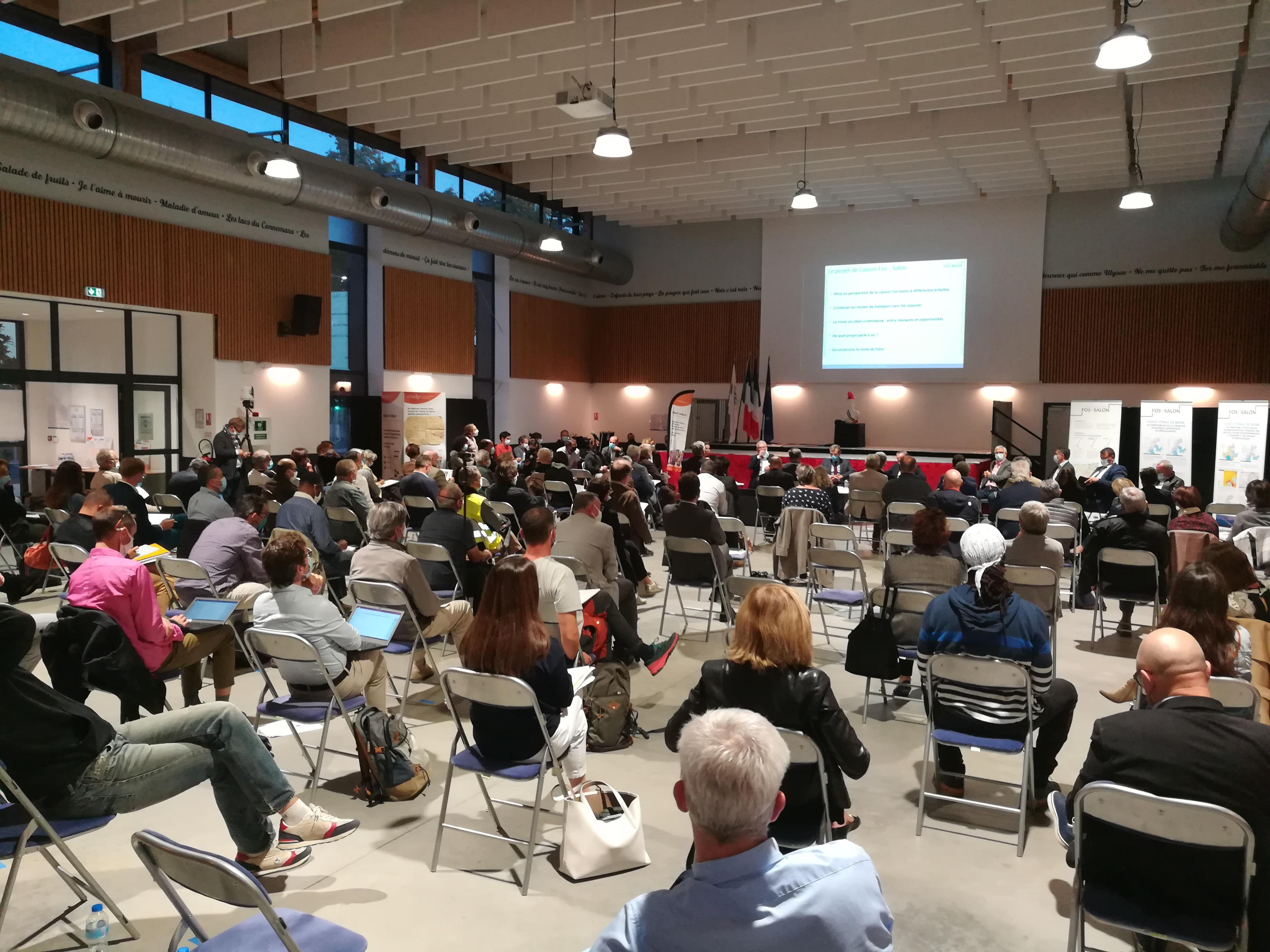 Malgré la distanciation sociale, la séance plénière a fait le plein pour débattre d'une infrastructure majeure pour l'ouest de l'étang de Berre. (Photo JC Barla)