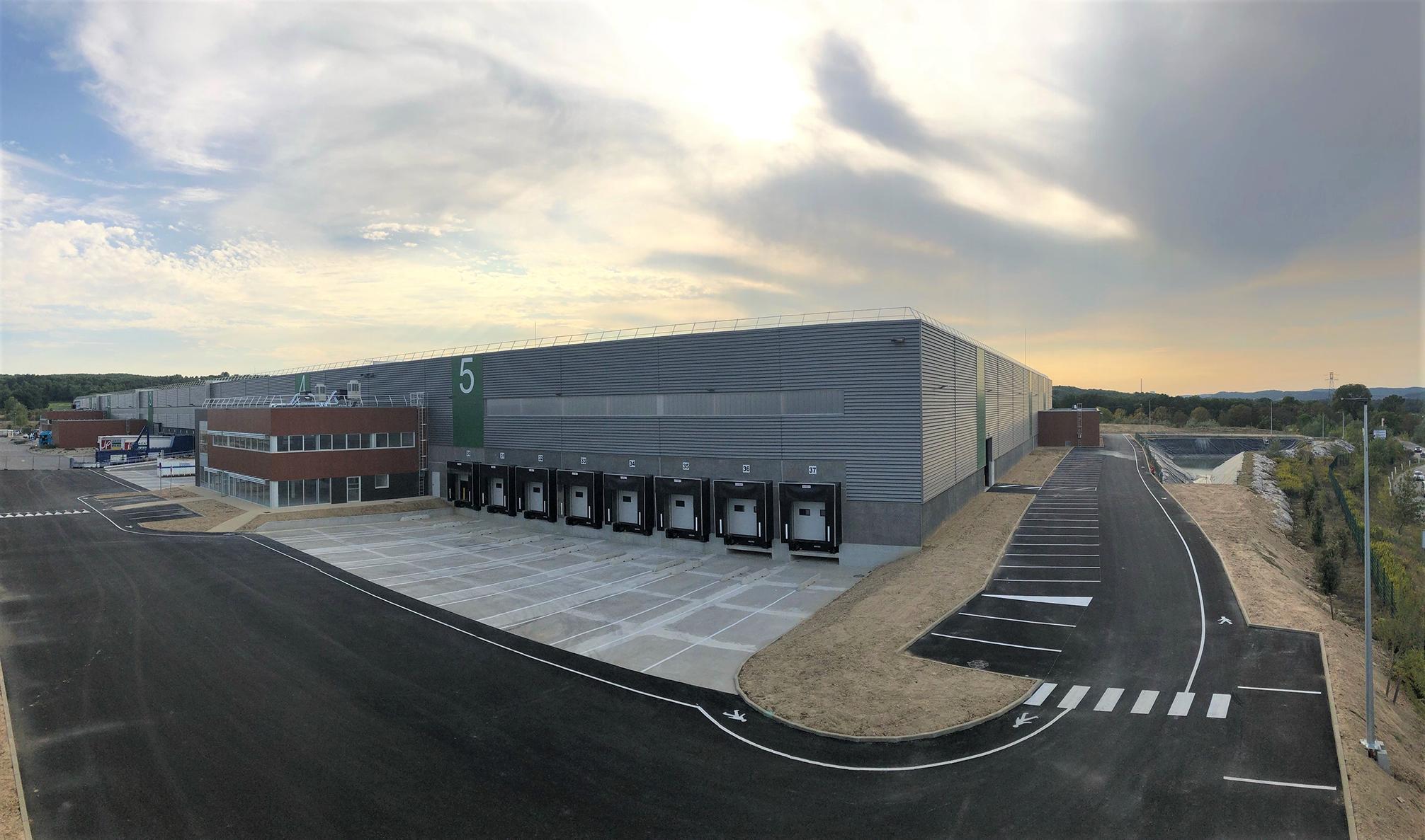 Imperial Fashion occupera une des deux nouvelles cellules de 6 000 m² livrées en octobre par le promoteur Barjane à Fuveau. ©Barjane