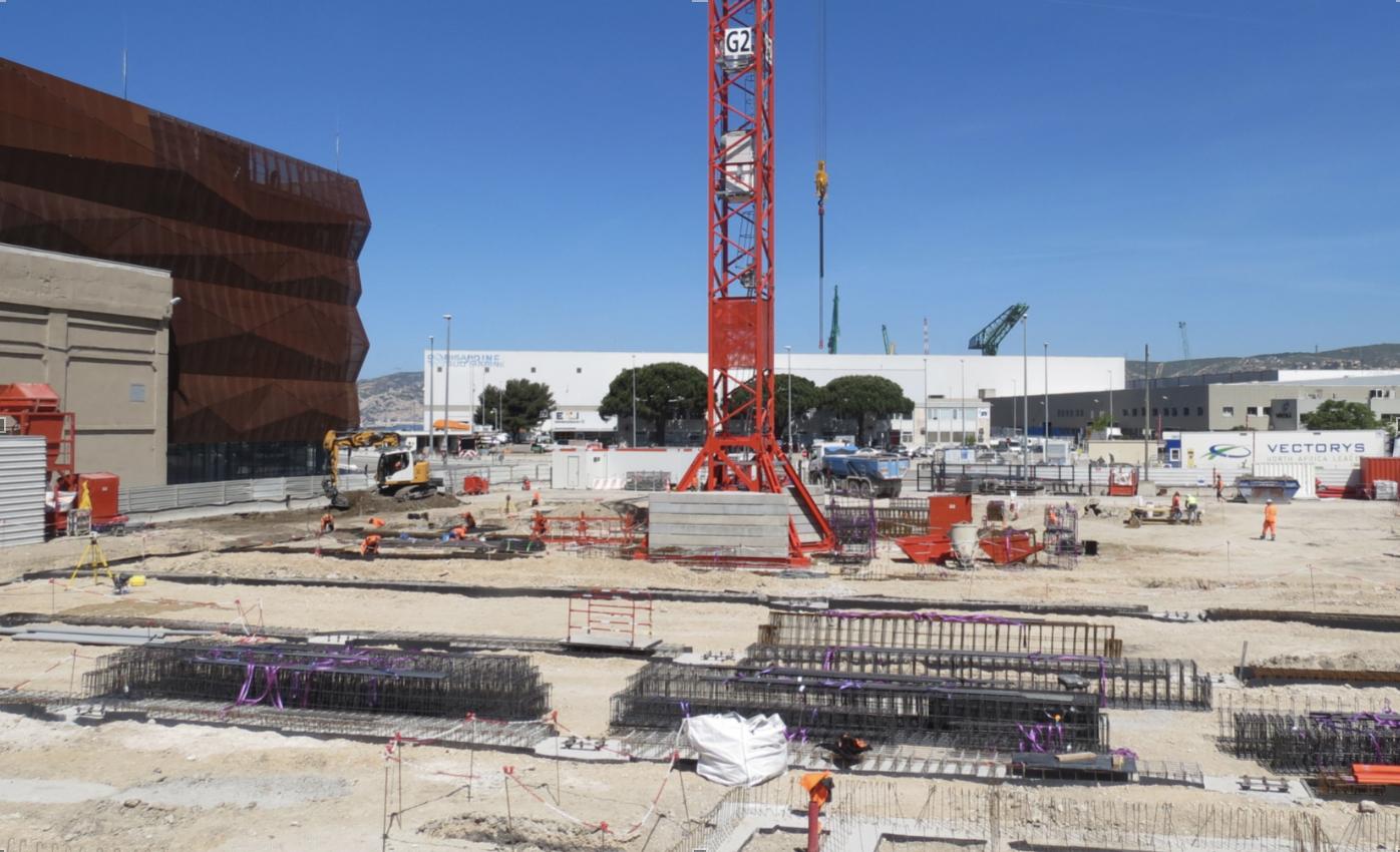 MRS4 se bâtit juste à côté des MRS2 et MRS3 sur le Port de Marseille (Photo JC Barla)
