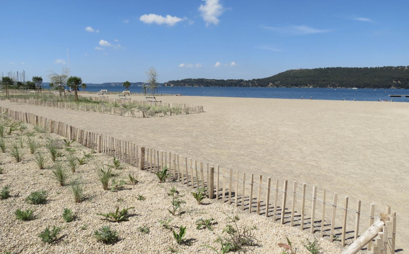 La nouvelle plage des Cabassons à Saint-Chamas offre une vision idyllique des potentialités du tourisme autour de l'étang de Berre (Photo JC Barla)