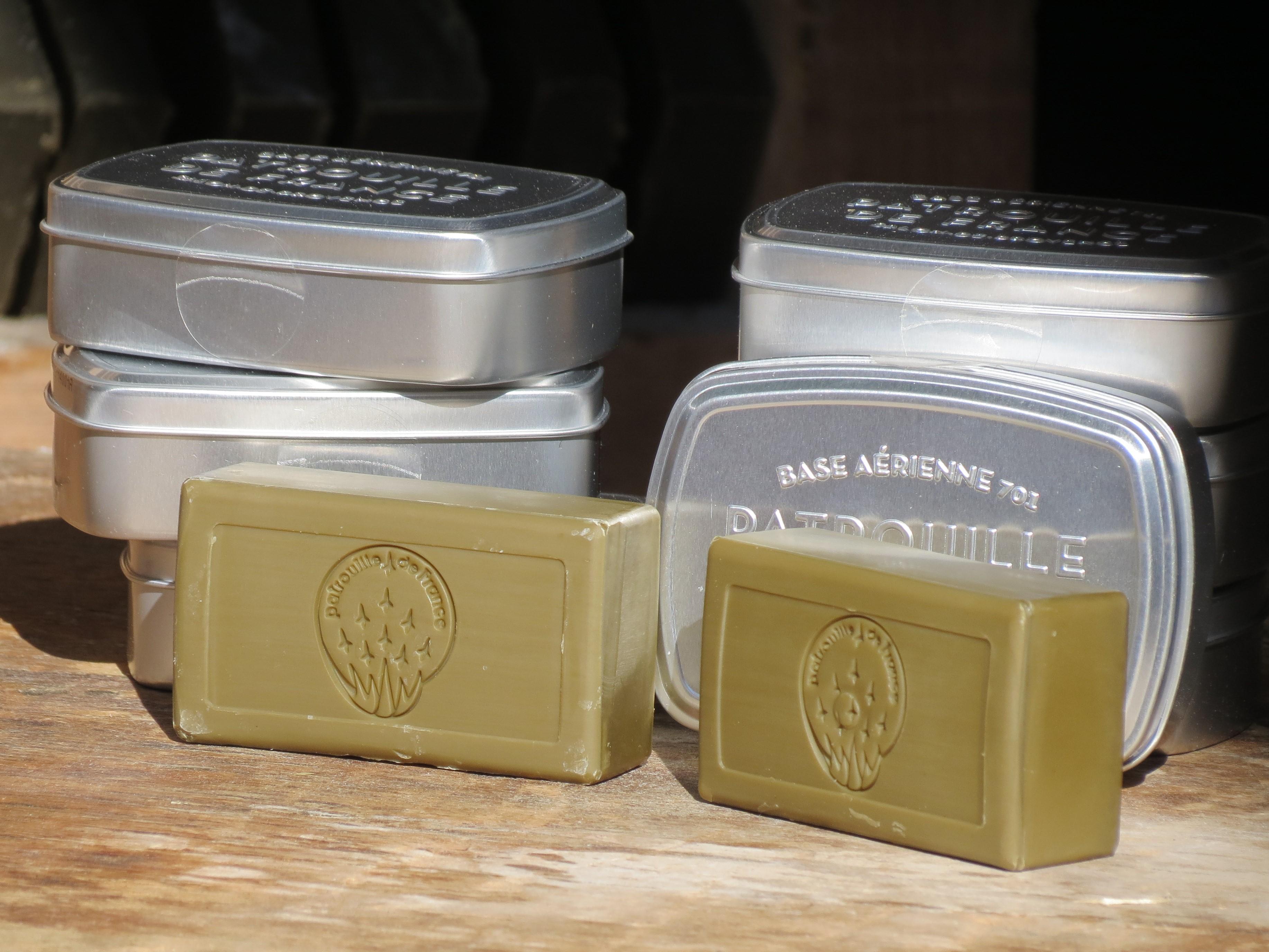 """Une boite métallique pour le savon vert à l'huile d'olive dans un esprit """"vintage"""" (Photo JC Barla)"""