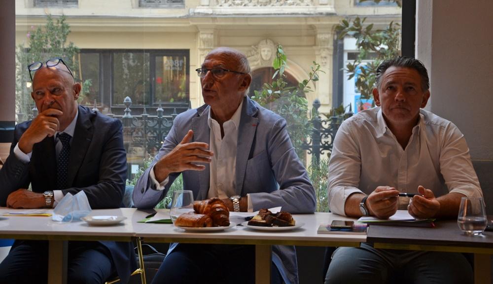 Philippe Bernard (président de l'Aéroport Marseille Provence), Marc Thépot, président de l'Office métropolitain de tourisme et des congrès de Marseille et Maxime Tissot son directeur se réjouïssent de la bonne fréquentation des touristes durant l'été 2021 (photo : F.Dubessy)