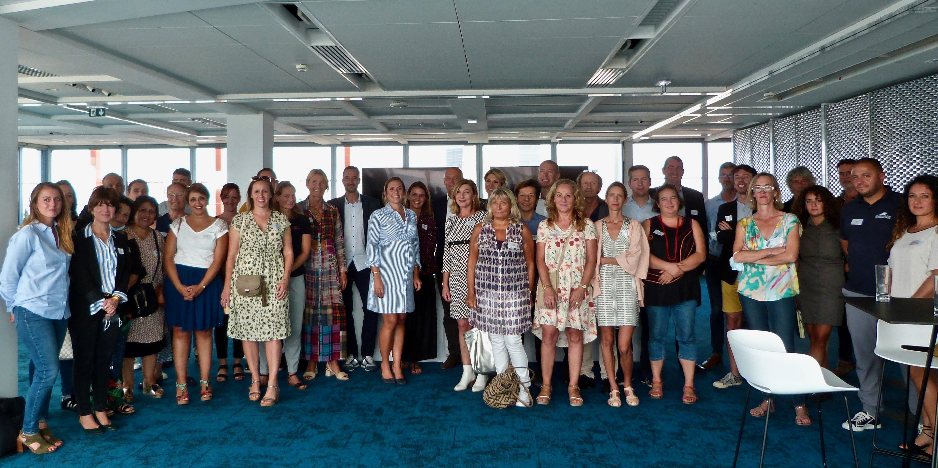 Lors du 15e anniversaire du « Projet Banlieue », les associations accompagnées se sont réunies au Sky Center de la Tour La Marseillaise à l'invitation de l'équipe de BNP Paribas Sud-Est©MOH.