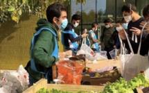 Distribution gratuite de fruits et légumes sur les campus étudiants. Photo©FAMI